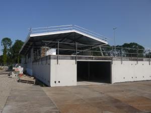 Het clubhuis in aanbouw, van de hockeyclub.